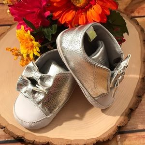 🆕 Baby Girls Silver Crib Shoes size 3